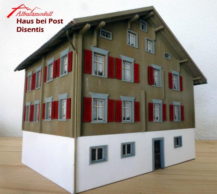 Haus bei Post Disentis Fertigmodell (H0)